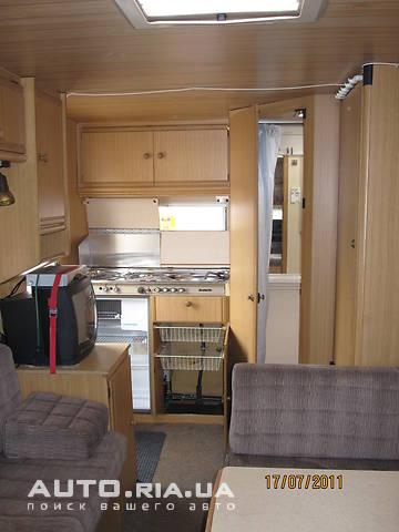 В корме автояхты расположен кухонный блок и санузел