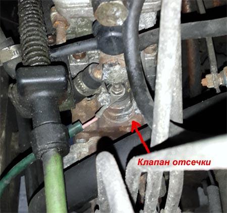 Клапан отсечки дезельного мотора Fiat Ducato 1,9 TD находится на ТНВД